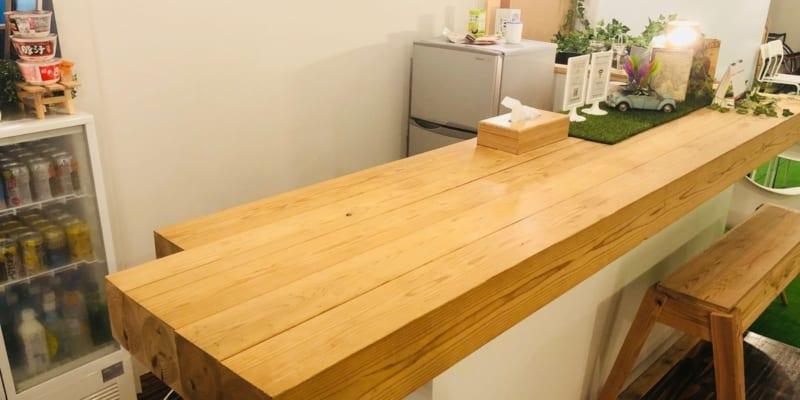 人気のカウンターテーブル。カウンターテーブルを使えば、お家カフェやバー気分など、手軽に特別感を演出することができますよ。